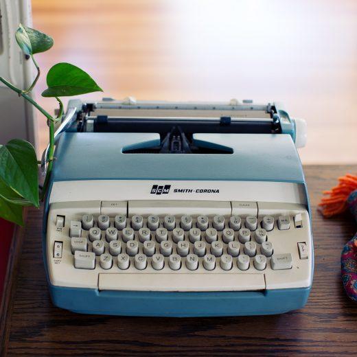 typewriter-2616762_1920