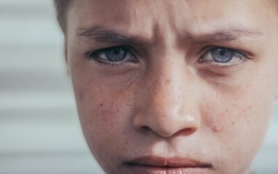 Jak pisać emocjonalnie, nie pisząc o emocjach?