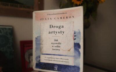 """Poranne strony i artystyczne randki. Dlaczego jeszcze warto sięgnąć po """"Drogę artysty"""" Julii Cameron?"""